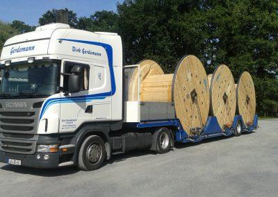 Muldentransport mit Holz-Großtrommeln
